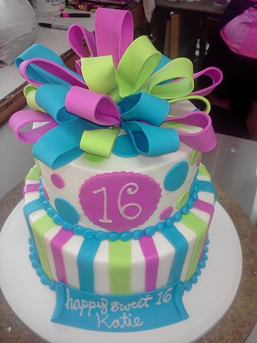 Fondant bow cake! I would LOVE this one for the 13th Birthday party! (ME)