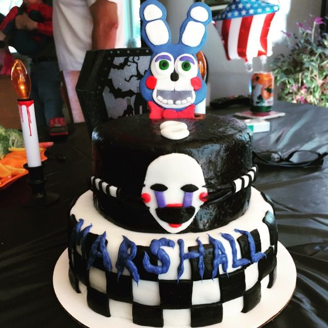 Five nights at Freddy's birthday cake with Toy Bonnie ...