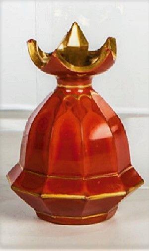 Roter Hyalith mit Goldstaffierung. Eichelförmiger, zehnfach facettierter Körper mit schalenförmiger, zackig geschliffener Mündung, Stöpsel geschält und vergoldet. H. 6,2 cm   Buquoy'sche Hütten, Georgenthal oder Silberberg, um 1825