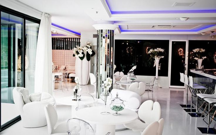 White is the new black! Refined and gorgeous interior design in #Moscow by #architect @antevrban using our armchairs and flower arrangements. Nice work!   #italian #luxury #interior #design #luxuryliving #luxurylifestyle #furniture #furnituredesign #interiordesign #designer #london #russia #dubai #india #italiandesign #italy #italia
