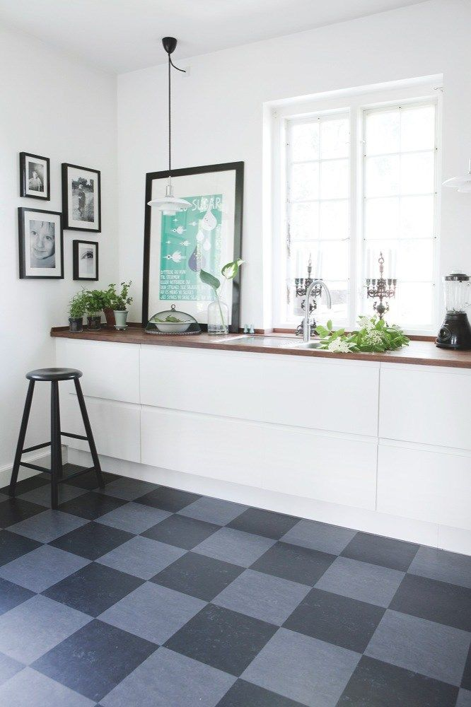 Black + grey marmoleum floor