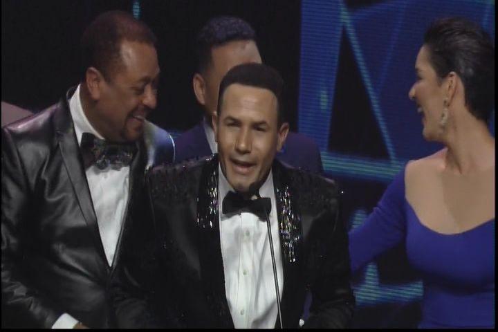 Michael Miguel Y Tueska Prensentan Nominados Bachatero Del Año: Raulin Rodriguez