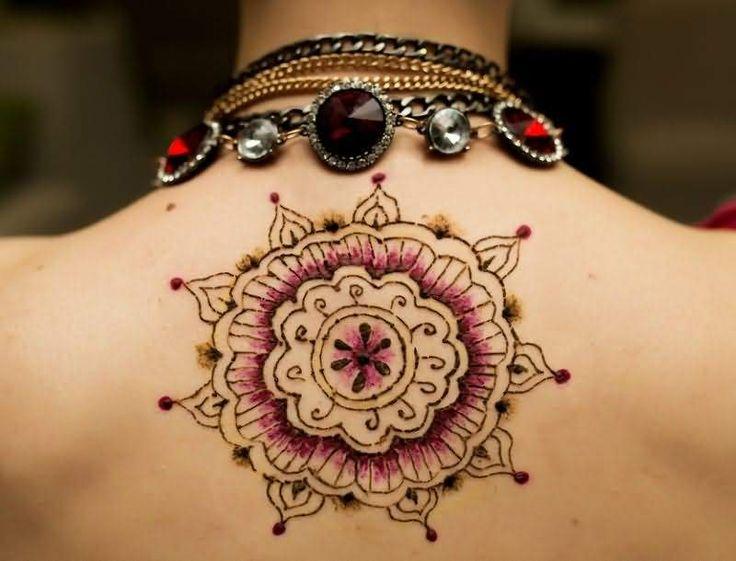 Ένα tattoo με νόημα.  Ψαχνεις το επόμενο σχέδιο για τατουάζ; Αν θέλεις κάτι με νόημα ήρθες στο κατάλληλο μέρος. Εδώ θα βρεις πέντε σχέδια mandala (στα σανσκριτικά σημαίνει κύκλος) τα οποία συμβολίζουν το σύμπαν. Είναι πάρα
