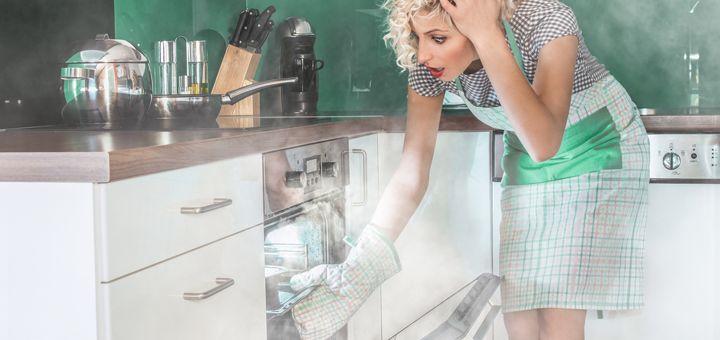 Come far brillare il forno usando solo prodotti naturali efficaci e atossici presenti ogni casa come aceto, sale grosso e bicarbonato