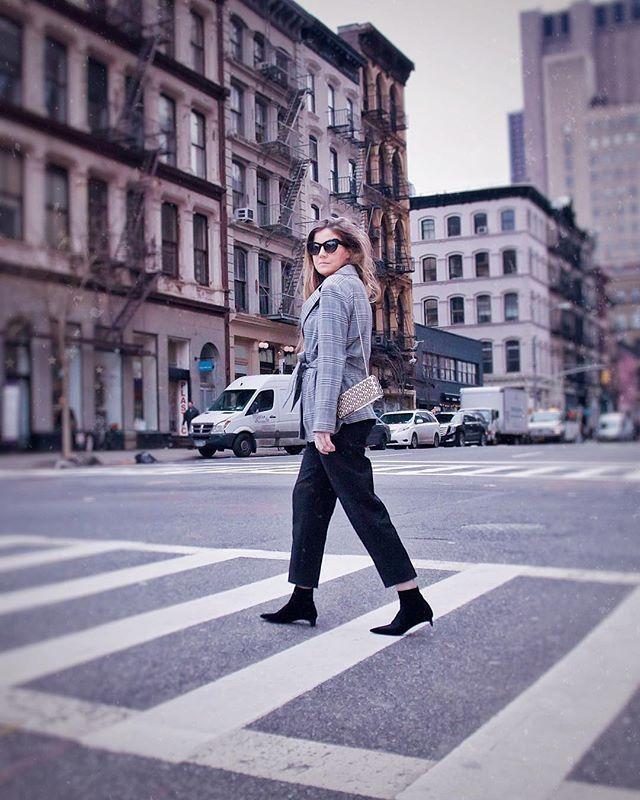 claudinesque streetstyle New York city grey blazer black pants zara outfit