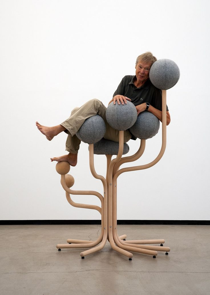 Ergonomic upholstered reception chair GLOBE GARDEN by The Globe Concept by Moment design Peter Opsvik