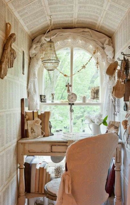 What a beautiful nook for creating researching or having for Decoration cottage maison