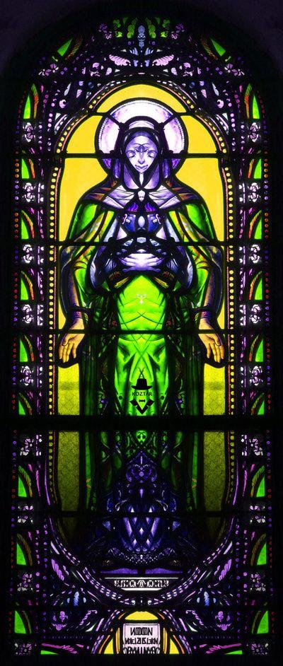 Saint Capraise de Lalinde église vitrail rorschach --- looks Alien!