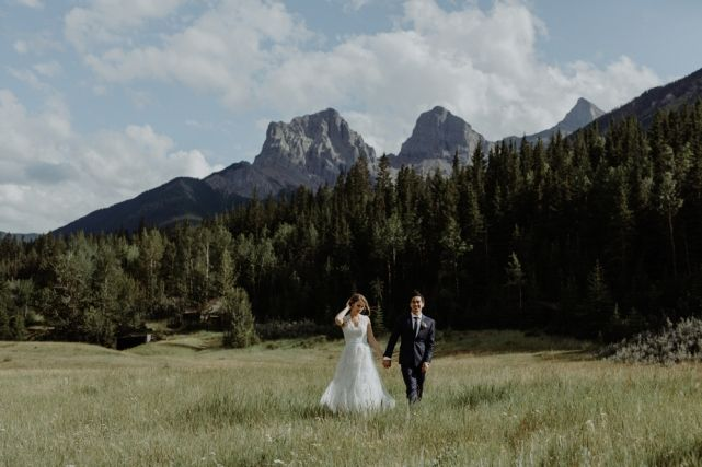 wedding planner, kismet and clover, canmore and banff wedding planner, rustic wedding, vintage wedding, rundleview park, wedding photography