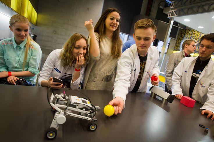 Na zajęciach w pracowni robotycznej / The classes in the robotics lab