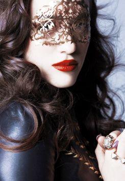 Kat Dennings I want this mask! Mardi gras