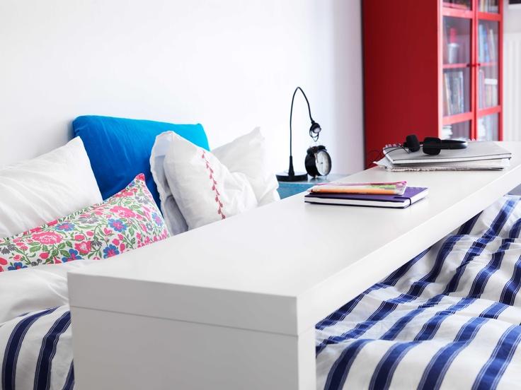 IKEA Österreich, Inspiration, Schlafzimmer, Streifen, Bett, Ablagetisch MALM