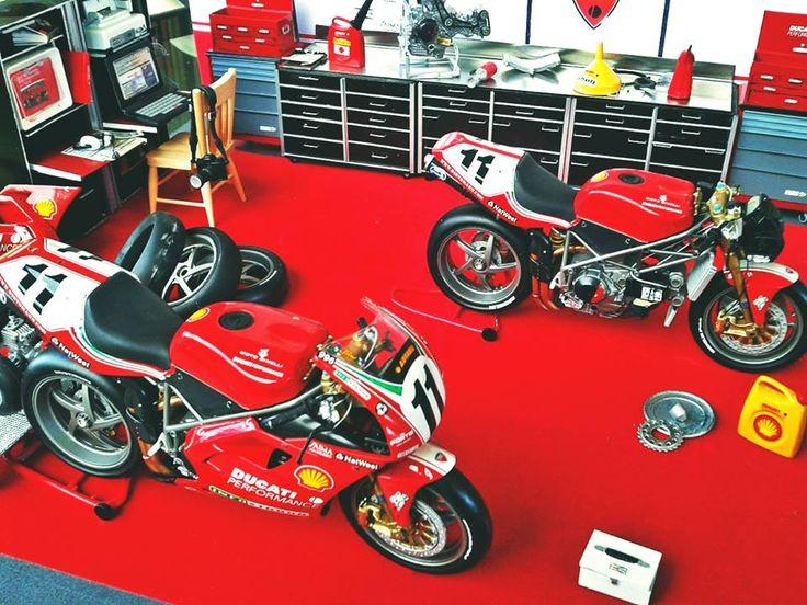 Scale   Ducati SBK Garage Diorama