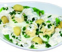 JAJA NADZIEWANE SOSEM TATARSKIM  Składniki:  5-6 jaj 10-15 dag szynki 2 łyżki kwaśnej śmietany sól pieprz Wykonanie:  http://siostra-anastazja.pl/przepis/jaja-nadziewane-z-sosem-tatarskim.htm  eggs, salad, tatar sauce, polish cuisine