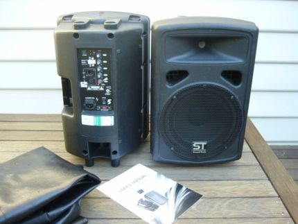 Pair of 200 w powered speakers for sale on Gumtree     SOLD