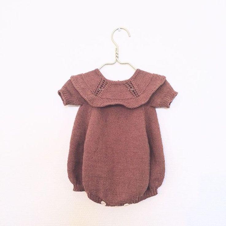 «Lidt #dansekjolen + lidt #littleevelynslegedragt + lidt fantasi #knitting #babystrik #handmade #mensviventer #romper @ministrikk @littleedithsknit»