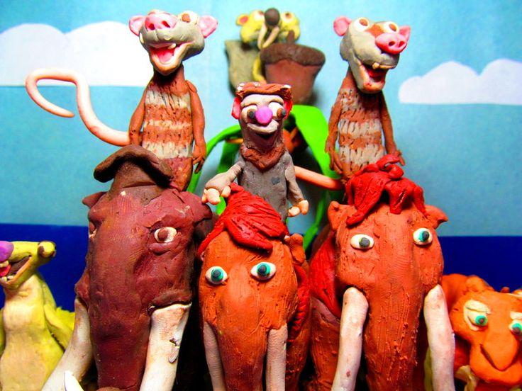 De la pelicula de animación La Era de Hielo, esta La familia de Manny, es una familia divertida y muy unida que siempre les gustan las travesías épicas por todos el mundo síguelos hacia una nueva aventura.