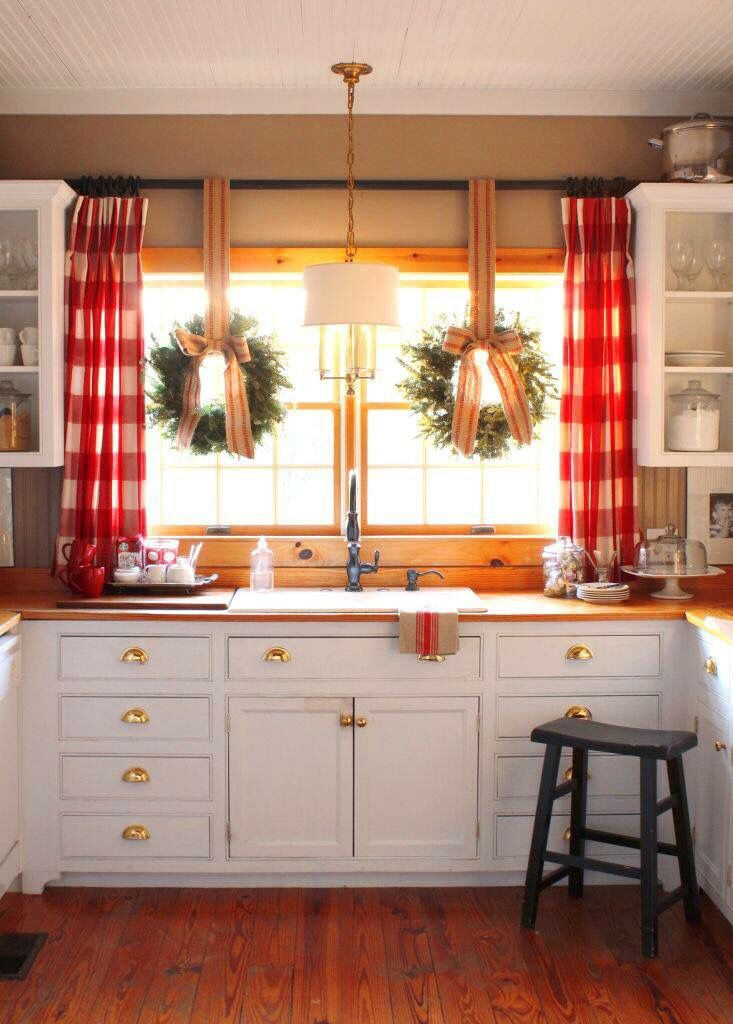 https://i.pinimg.com/736x/07/c6/f8/07c6f880283d64322995e73ab91243f6--cottage-kitchens-farmhouse-kitchens.jpg