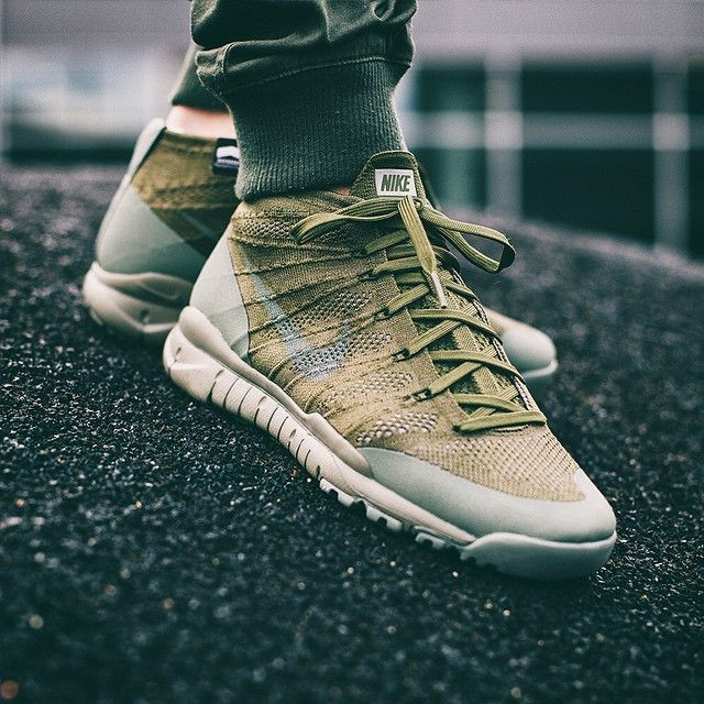 nike série 6e - 1000+ images about Sneakers: Nike Flyknit Chukka on Pinterest ...
