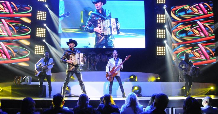Tigres del Norte drops a lesbian love song, and machista Mexico sings along