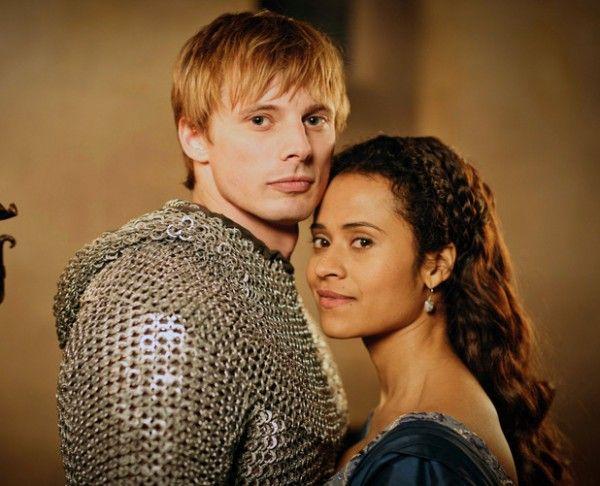 Gwen and Arthur in SyFy's Merlin 4