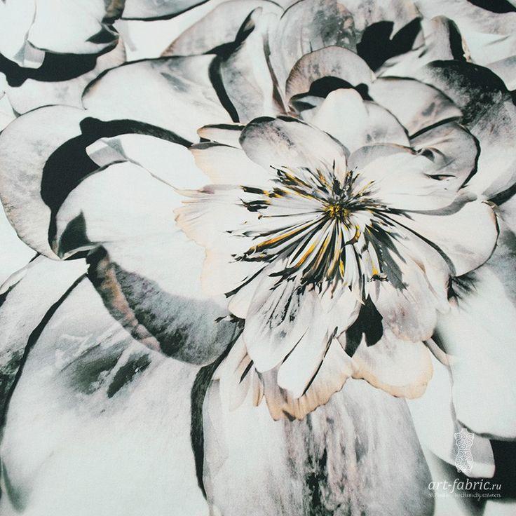 Сатин-стрейч (большие серые цветы) (005465) купить в интернет магазине итальянских тканей по цене 1180 р.