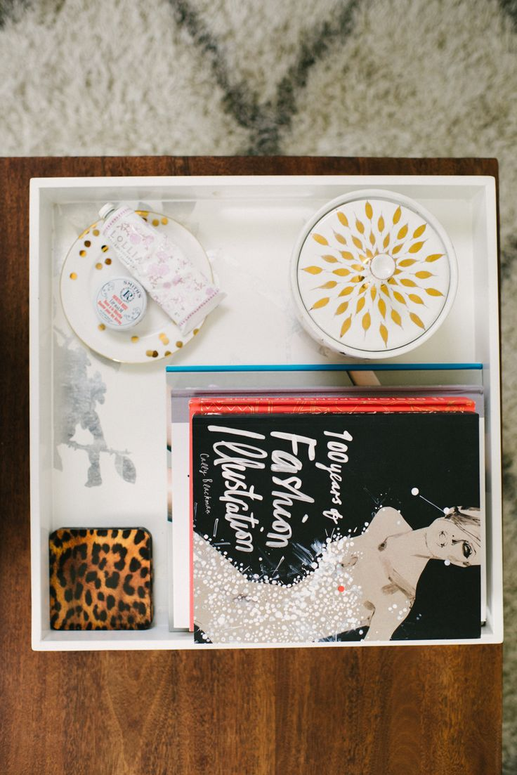 How to Style A Coffee Table    Read More: http://www.stylemepretty.com/living/2014/01/06/glitter-home-tour-with-the-glitter-guide/