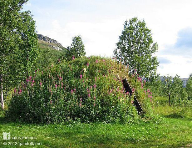 This extremely well connected to the earth home is one of the Sami people's Goahti (a turf home, called a Gamme in Norwegian) used as a summer residence (Siida) at Gamtofta near Sorreisa, Norway. You can stay in these Sami homes, sleeping on reindeer skin beds warmed by an open stone circle fire, while you attend a workshop in Sami crafts (duodji). Follow the picture back to see more natural homes on www.naturalhomes.org