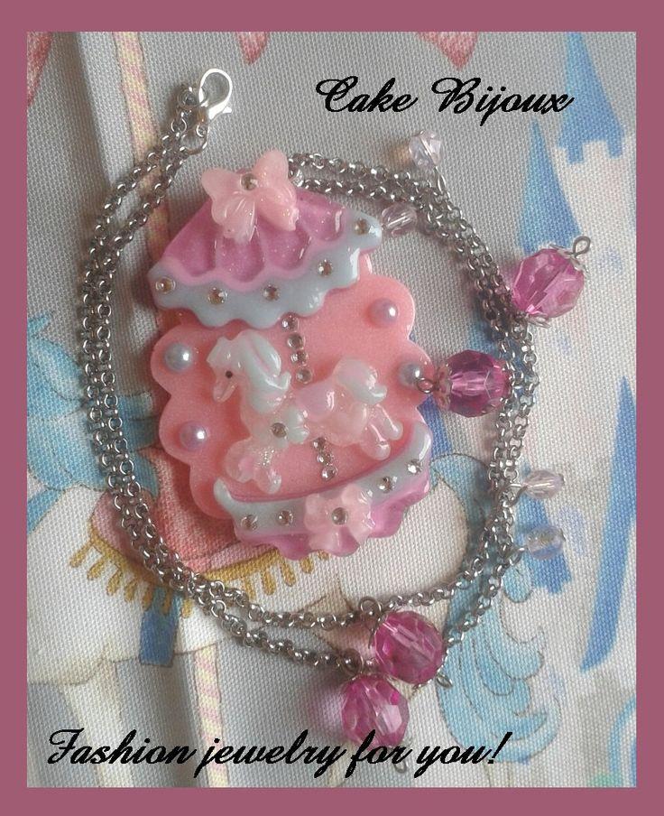 Collana cammeo giostra giostrina cavallo cavallino pony in resina con glitter e svarovski colori pastello di CakeBijoux su Etsy