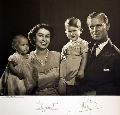 Die Britische Königsfamilie: Prinzessin Elizabeth, Prinz Philip, Prinz Charles and Prinzessin Anne, 1951
