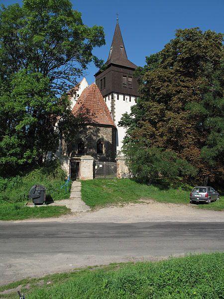 Skramníky u Čes. Brodu (Stř. k.), z 14. st., v 20. st. zrekonstruován.