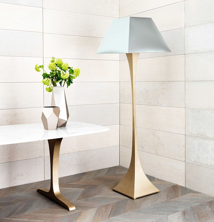 Capricorn standing lamp in Gold