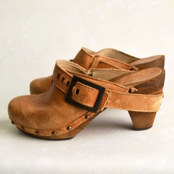 Vintage Sz 65 Sanita Dansko Danish Tan Platform Clogs by spacewitch, $50.00