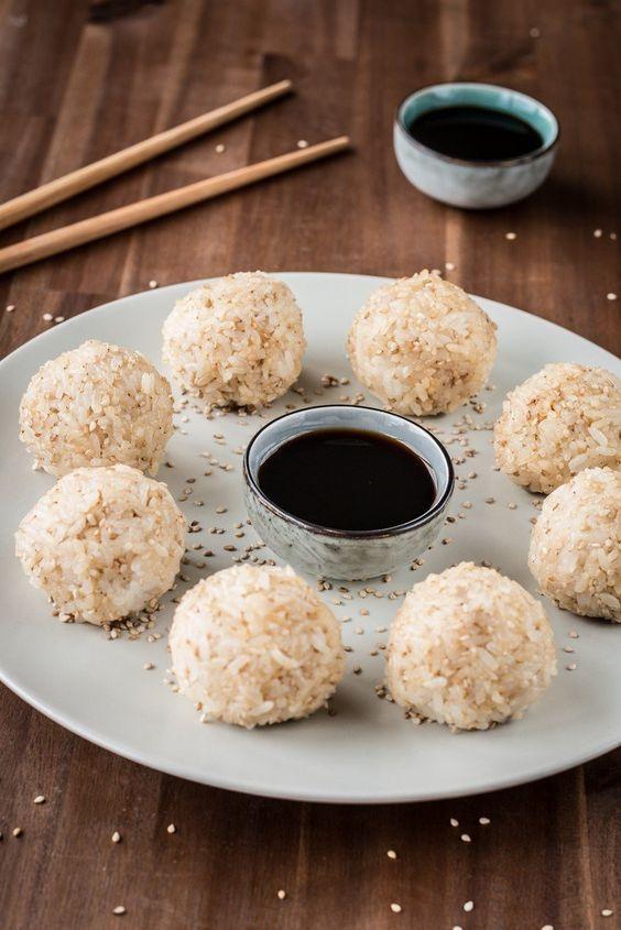 Schnelle Sesam-Reisbällchen für unterwegs (vegan!) via @bevegt