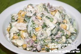 Салат из кальмаров с огурцом и кукурузой Атлантик