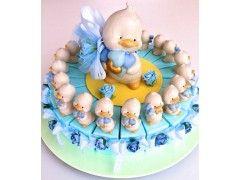 Torta con pinguino cuore matto bomboniere solidali. Venti scatoline e un salvadanaio centrale. http://www.bombonchic.com/torta-bomboniere-con-piunguino.html