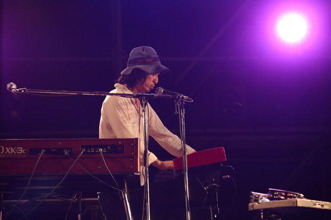 佐野元春 & THE COYOTE BANDが<WWW!! 16>マングースステージに登場したのは、日もすっかり暮れた19:0...