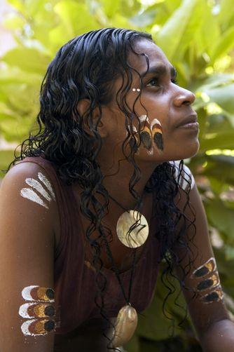 Australia | Aborigine medicine woman. Tjapukai Aboriginal Park, Queensland