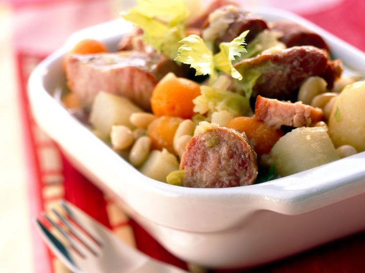 Découvrez la recette Potée à la cocotte minute sur cuisineactuelle.fr.