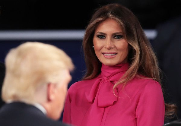 Melania Trump Long Center Part - Melania Trump attended the presidential debate at Washington University wearing a loose center-parted hairstyle.