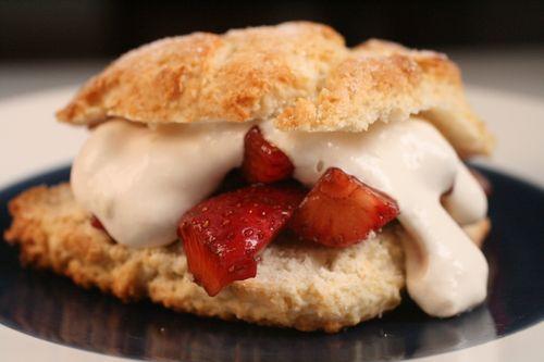Balsamic and Brown Sugar Strawberry ShortcakesBalsamic Shortcake, Pretty Baking, Strawberry Shortcake, Fresh Strawberries, Beautiful Food, Sugar Shortcake, Sugar Strawberries, Dawner Strawberries, Strawberries Shortcake