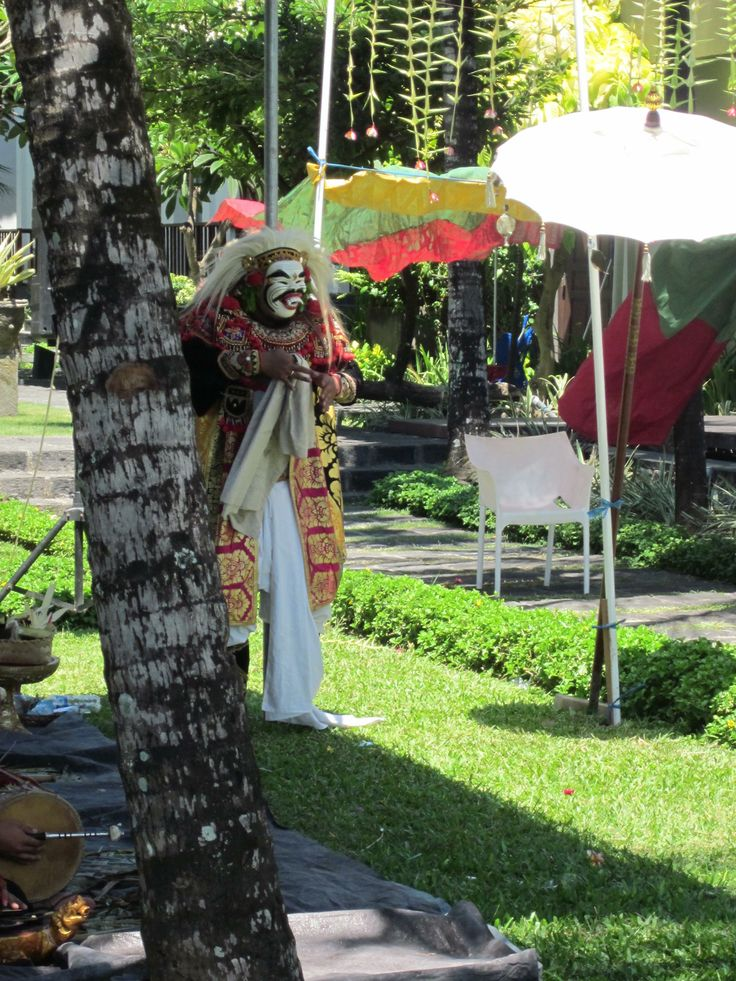 Topeng Sidakarya is mask dance which only performed in ritual ceremony, the dance played to complete the procession of ceremony.