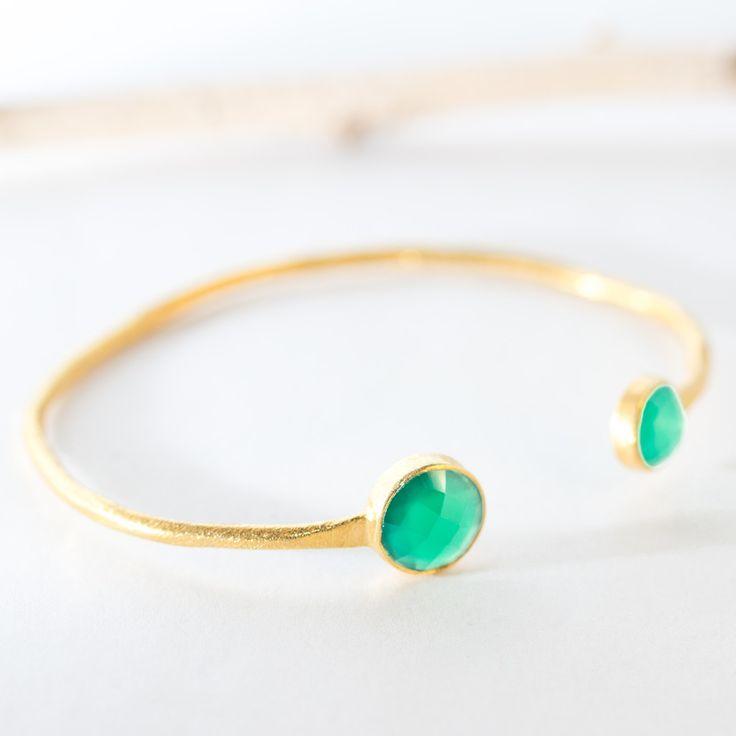 Brazalete Nefertari. Ónix verde en plata de ley con baño de oro.