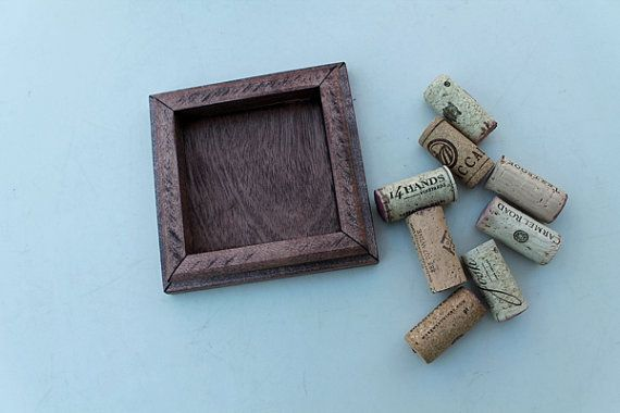 DIY Wine Cork Coaster   reclaimed distressed wood  by @TheWoodenBee #craft