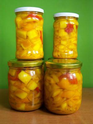 Monia miesza i gotuje: Przetwory - sałatka z cukinii
