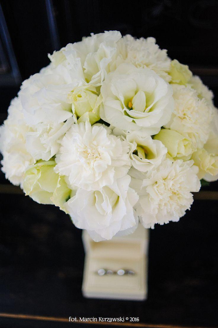 kwiaty ślubne i obrączki
