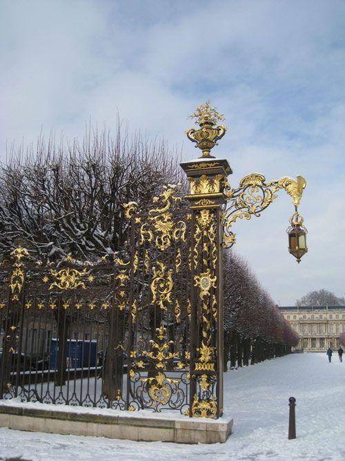 Ville de Nancy sous la neige - Les ors de la place Carrières