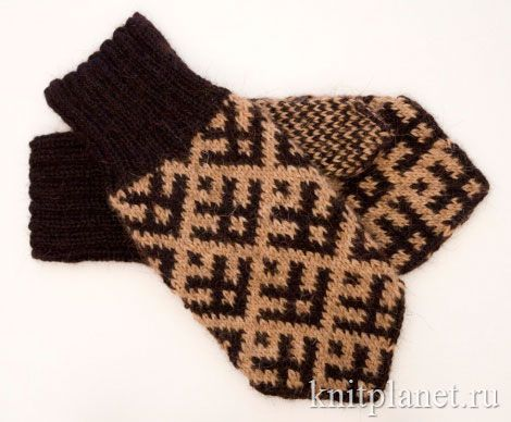 Большие мужские рукавицы северным узором