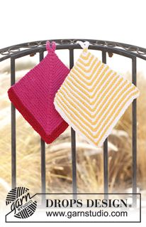 """Knitted DROPS pot holders with domino pattern in """"Ice"""". ~ DROPS Design"""