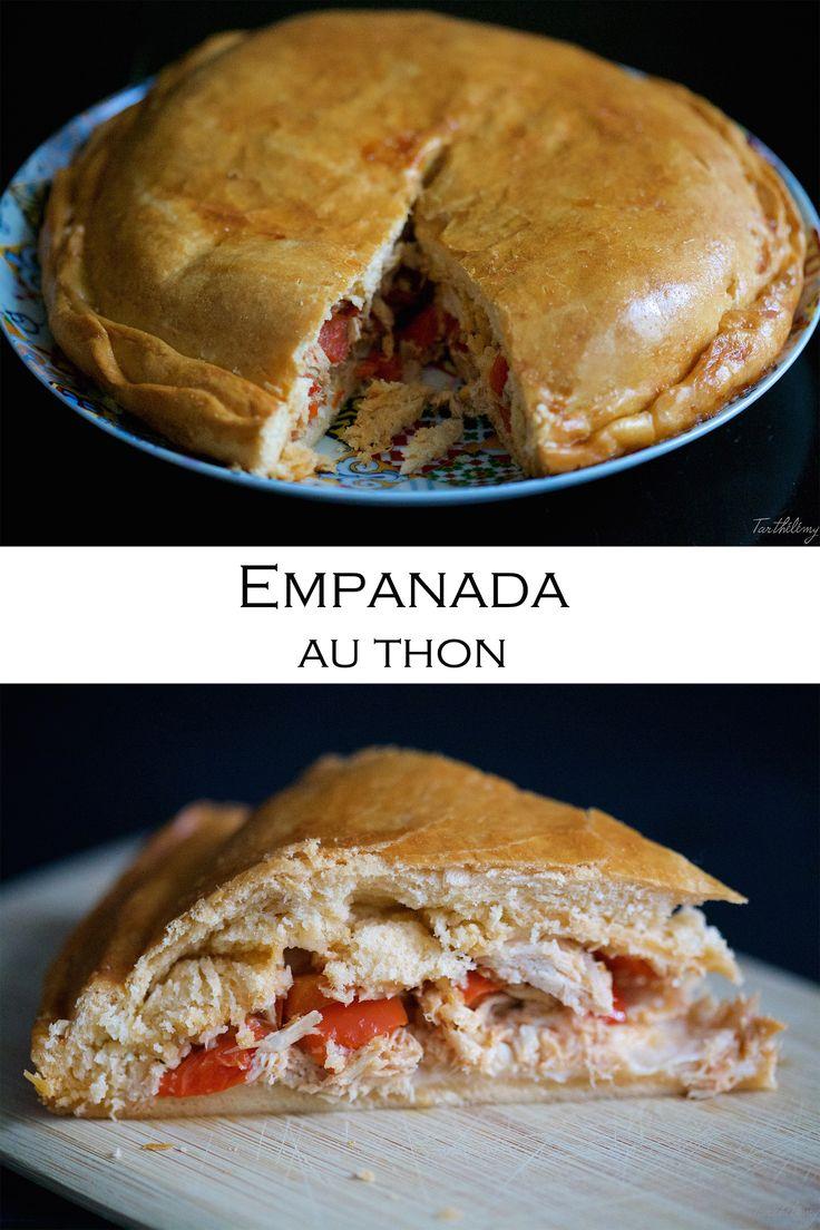 """Salut les gourmands! La semaine dernière j'ai fait ma première """"empanada gallega"""" (tourte de Galice) et je peux vous assurer que l'effort en vaut la peine! Cette version est parfaite: la pâte est croustillante à l'extérieur et moelleuse à l'intérieur, sans être grasse. Pour lu"""